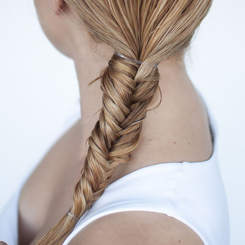 Hairstyles-for-wet-hair-Fishtail-braid-tutorial-2_bfcjr7