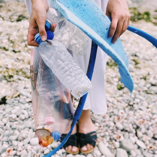 earth day tips: beach clean up