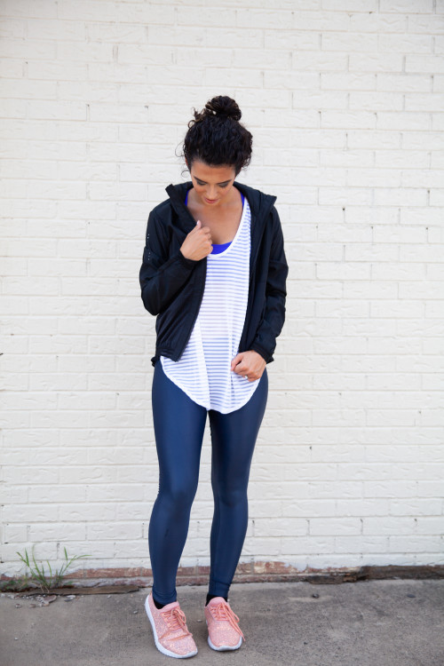 athleisure outfit ideas: shiny leggings