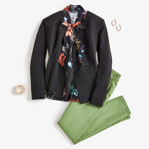 mom outfits: black blazer