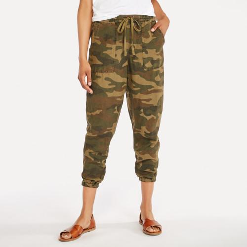 summer getaway: camo linen pants