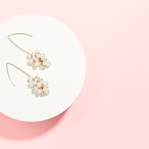 wedding guest outfits: pearl earrings