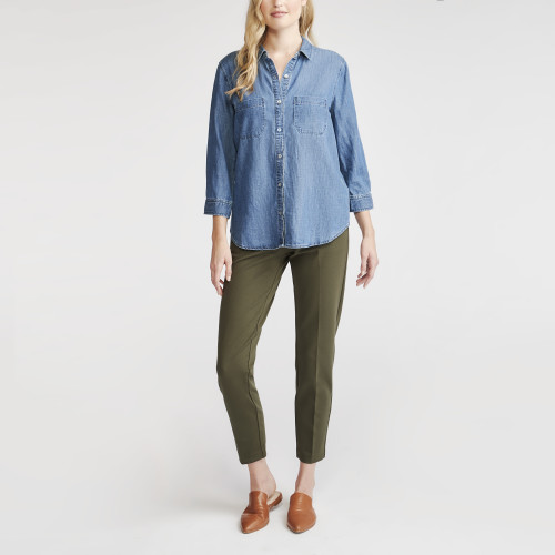 how to layer: chambray shirt